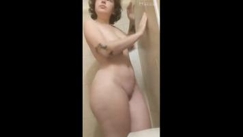 Rapando con una chica culona en el baño