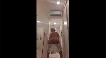 Milf brasileña culona bailando