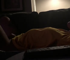 Orgasmo intenso de esta adolescente