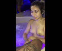Threesome dos puta haciendo el sexo oral