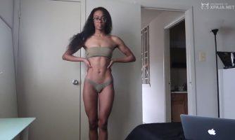 Youtuber de color negro mostrando sus interiores fuktxxx.com