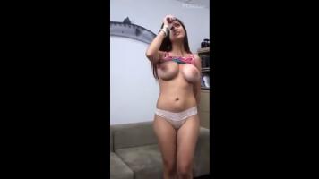 Mia khalifa mostrando sus grandes tetas vídeo amateur