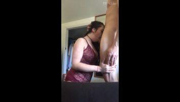 Deep Throat de la hermosa Lucky Lindseys Xbombo Porn