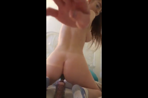 Snapchat nude girl tries to put a bottle in her virgin ass