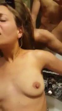 Diversión en el baño (360) Porno casero con la putita de mi sobrina