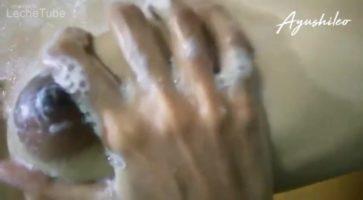 Sri Lankan School niña flaca y traviesa duchandose