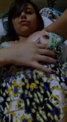 Adolescente latina se graba al desnudo para un dominicano